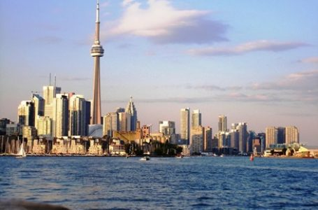 4 Reasons to Move to Toronto
